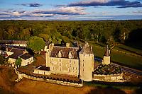 France, Indre-et-Loire (37), Céré-la-Ronde, le château de Montpoupon, édifié entre le XIIIe et le XVe siècle, abrite le Musée de la Vénerie, vue aerienne // France, Indre-et-Loire (37), Cere-la-Ronde, Montpoupon castle, 13th - 15th century, Museum of hunting with hounds, aerial view