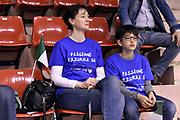 DESCRIZIONE : Pordenone Amichevole Pre Eurobasket 2015 Nazionale Italiana Femminile Senior Italia Australia Italy Australia<br /> GIOCATORE : tifosi<br /> CATEGORIA : tifosi<br /> SQUADRA : Italia Italy<br /> EVENTO : Amichevole Pre Eurobasket 2015 Nazionale Italiana Femminile Senior<br /> GARA : Italia Australia Italy Australia<br /> DATA : 28/05/2015<br /> SPORT : Pallacanestro<br /> AUTORE : Agenzia Ciamillo-Castoria/GiulioCiamillo<br /> Galleria : Nazionale Italiana Femminile Senior<br /> Fotonotizia : Pordenone Amichevole Pre Eurobasket 2015 Nazionale Italiana Femminile Senior Italia Australia Italy Australia<br /> Predefinita :