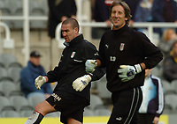 Credit: Back Page Images / Matthew Impey. Newcastle United v Fulham, FA Premiership, 7/11/2004. Fulham goalkeepers Mark Crossley (left) and Edwin van der Sar before the game