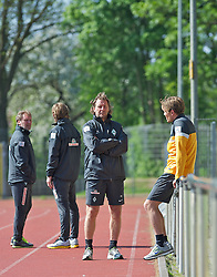 15.05.2013, Weserstadion, Bremen, GER, 1.FBL, Laktattest SV Werder Bremen, im Bild Interims-Trainer Wolfgang Rolff (Co-Trainer Werder Bremen) im Gespräch mit Clemens Fritz (SV Werder Bremen #8). im Hintergrund Wolfgang Rolff (Co-Trainer Werder Bremen) und Michael Kraft (Torwart-Trainer Werder Bremen)  // during the training session of the German Bundesliga Club SV Werder Bremen at the Weserstadion, Bremen, Germany on 2013/05/15. EXPA Pictures © 2013, PhotoCredit: EXPA/ Andreas Gumz ***** ATTENTION - OUT OF GER *****