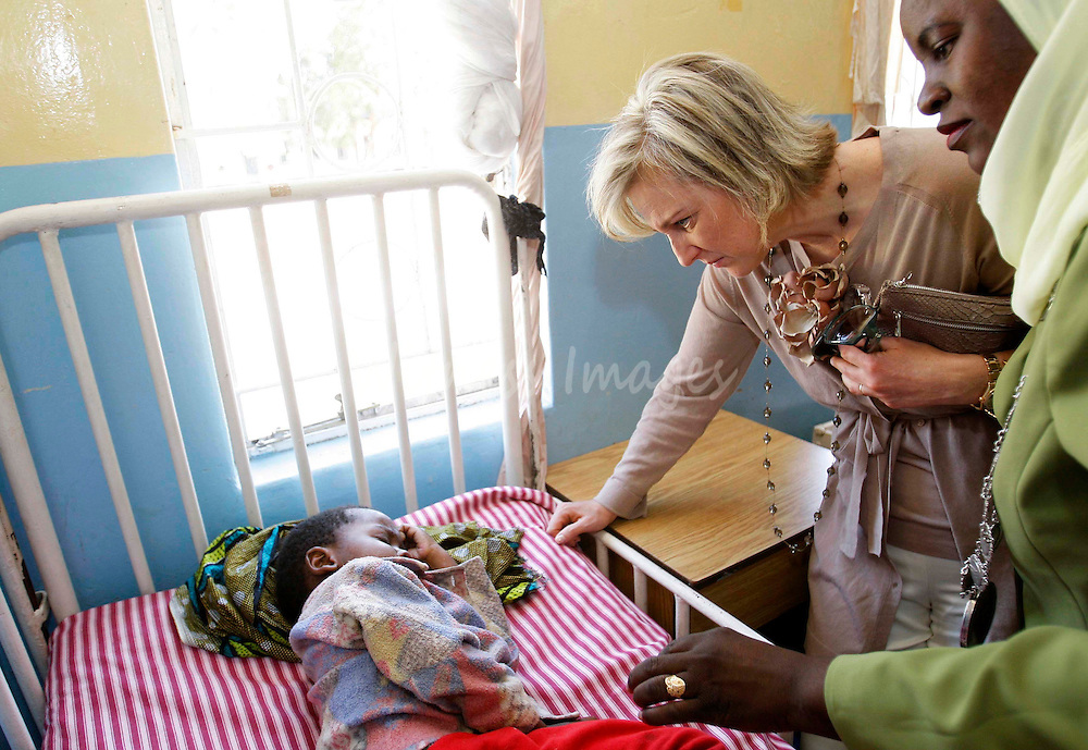 Belgium's Princess Astrid, Goodwill Ambassador of the Roll Back Malaria Partnership, visits the paediatric section of the General Hospital in Livingstone April 24, 2008, ahead of World Malaria Day.    REUTERS/Thierry Roge   (ZAMBIA)