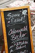 Tafel vor Gasthaus, Odenwald, Naturpark Bergstraße-Odenwald, Hessen, Deutschland | pub board, Odenwald, Hesse, Germany
