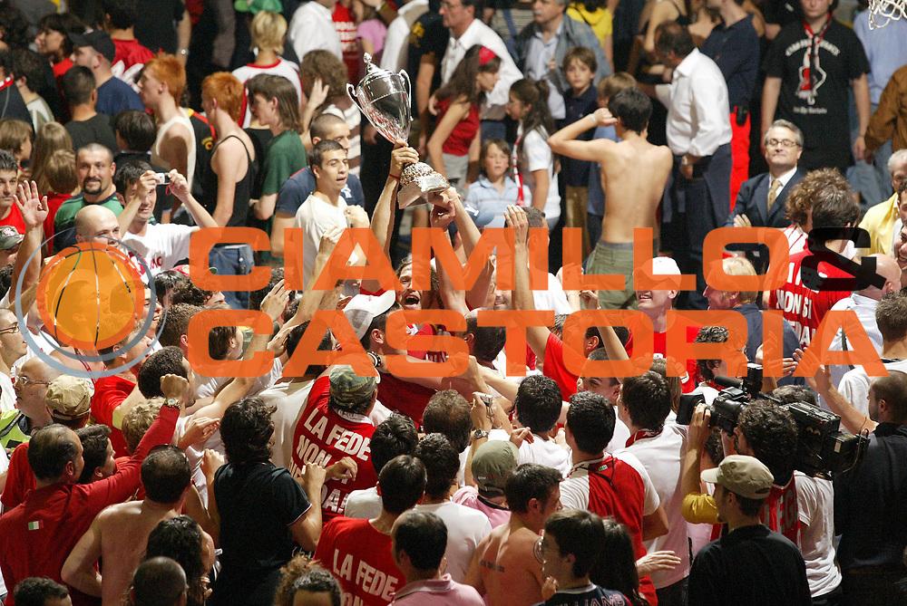 DESCRIZIONE : Pavia Lega A2 2006-07 Playoff Finale Gara 4 Edimes Pavia Scavolini Spar Pesaro<br /> GIOCATORE : Fabrizio Faccenda<br /> SQUADRA : Scavolini Spar Pesaro<br /> EVENTO : Campionato Lega A2 2006-2007 Playoff Finale Gara 4<br /> GARA : Edimes Pavia Scavolini Spar Pesaro<br /> DATA : 03/06/2007 <br /> CATEGORIA : Esultanza<br /> SPORT : Pallacanestro <br /> AUTORE : Agenzia Ciamillo-Castoria/G.Cottini