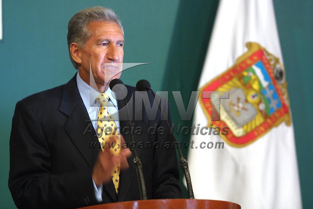 Toluca, M&eacute;x.- Arturo Montiel Rojas, gobernador del estado en la habitual conferencia de prensa de los lunes. Agencia MVT / Mario V&aacute;zquez de la Torre. (DIGITAL)<br /> <br /> NO ARCHIVAR - NO ARCHIVE