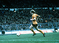 Andy Gray collects the ball after Shilton's mistake to score the Wolves goal. Wolverhampton Wanderers v Nottingham Forest, League Cup Final, Wembley Stadium, 15/03/1980. Credit : Colorsport