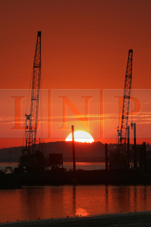 © Licensed to London News Pictures. 13/09/2016. Thames sunrise seen from Gravesend this morning. Another warm sunny is expected with hot temperatures predicted in the south east. Gravesend recorded a temperature of 29.3 dec centigrade last week and recorded the hottest temperature of anywhere in the country last month. Credit : Rob Powell/LNP