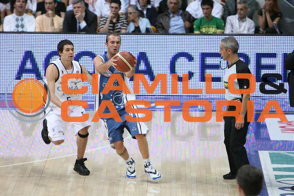 DESCRIZIONE : Bologna Lega A1 2005-06 Play Off Semifinale Gara 3 Climamio Fortitudo Bologna Carpisa Napoli <br /> GIOCATORE : Spinelli <br /> SQUADRA : Carpisa Napoli <br /> EVENTO : Campionato Lega A1 2005-2006 Play Off Semifinale Gara 3 <br /> GARA : Climamio Fortitudo Bologna Carpisa Napoli <br /> DATA : 07/06/2006 <br /> CATEGORIA : <br /> SPORT : Pallacanestro <br /> AUTORE : Agenzia Ciamillo-Castoria/G.Ciamillo