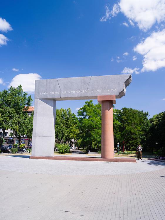 """Esame viena tauta, viena žemė, viena Lietuva"" (English: We are one nation, one land, one Lithuania); Arka Monument, created by Arūnas Sakalauskas; Klaipeda, Lithuania"