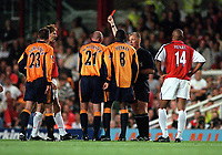 Liverpools Gary McAllister (21) is shown the red card by referee Graham Poll after a challenge on Arsenals Patrick Vieira. Arsenal 2:0 Liverpool, F.A.Carling Premiership, 21/8/2000. Credit : Colorsport / Andrew Cowie.