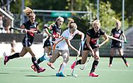 AMSTELVEEN  - Hockey -  2e wedstrijd halve finale Play Offs dames.  Amsterdam-Oranje Rood (2-1) .Laura Nunnink (Oranje-Rood)  met rechts Anouk Lambers (A'dam)  COPYRIGHT KOEN SUYK