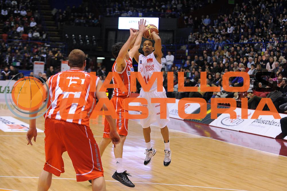 DESCRIZIONE : Milano Lega A 2010-11 Armani Jeans Milano Banca Tercas Teramo<br /> GIOCATORE : Lynn Greer<br /> SQUADRA : Armani Jeans Milano<br /> EVENTO : Campionato Lega A 2010-2011<br /> GARA : Armani Jeans Milano Banca Tercas Teramo<br /> DATA : 23/01/2011<br /> CATEGORIA : Tiro<br /> SPORT : Pallacanestro<br /> AUTORE : Agenzia Ciamillo-Castoria/A.Dealberto<br /> Galleria : Lega Basket A 2010-2011<br /> Fotonotizia : Milano Lega A 2010-11Armani Jeans Milano Banca Tercas Teramo<br /> Predefinita :