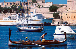 MALTA VALETTA JUL00 - A Maltese boatmen moors his Daisa in the port of Valetta.....jre/Photo by Jiri Rezac....© Jiri Rezac 2000....Tel:   +44 (0) 7050 110 417..Email: info@jirirezac.com..Web:   www.jirirezac.com