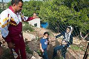 Lampedusa, Sicilia, ott 2013. Lampedusa Island, Sicily, Italy, oct 2013. Cpa centro di accoglienza. Migranti siriani. Syrian migrants