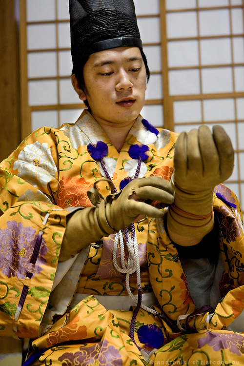 Kiyomoto Ogasawara fixing his gloves while wearing an Edo era costume, before taking part in Yabusame (horse-riding archery shinto ritual), on the 3rd day of the 3-day anual festival of Tsurugaoka Hachimangu shrine in Kamakura.