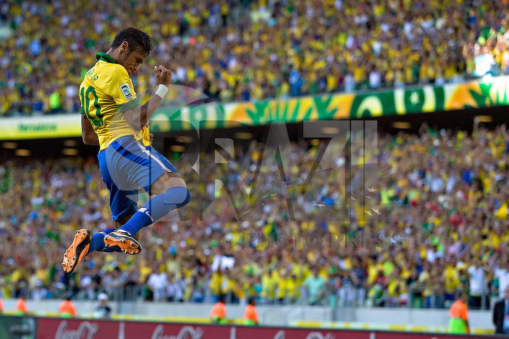 FORTALEZA, 19.06.2013 -  Neymar do Brasil, comemora seu gol contra o México, durante partida válida pela segunda rodada da Copa das Confederações, realizada Arena Castelão, em Fortaleza, nesta quarta-feira. Foto: Agustin Cuevas / Brazil Photo Press
