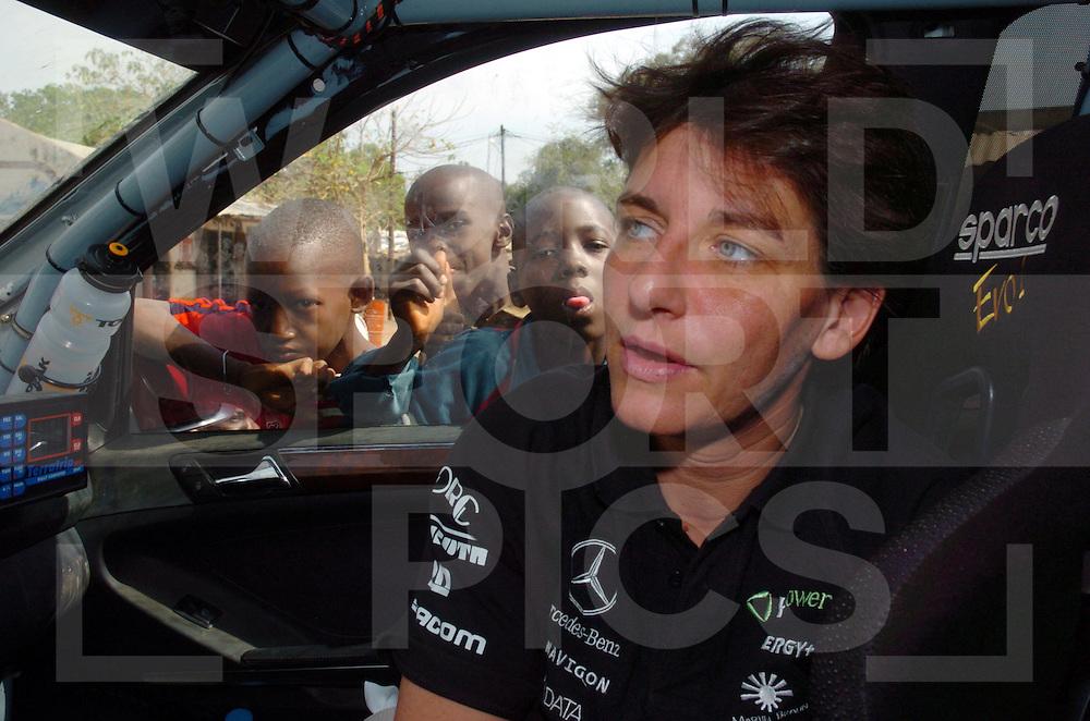 Rally Lissabon-Dakar 2006:..Ellen Lohr im auto..fotografie frank uijlenbroek©2006 frank uijlenbroek..