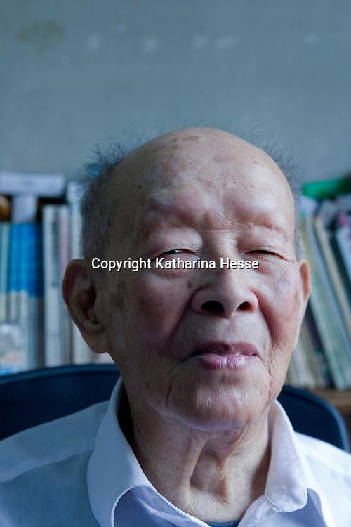 """BEIJING, 10.15.2012 :  Zhou Youguang, Jahrgang 1906, ist der Erfinder des  """"Pinyin"""" , einer Umschrift  fuer Chinesische Zeichen."""
