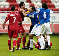 Fotball, treningskamp, 19 Juli 2005, Brann - Birmingham, Paul Scharner, Brann, var sint på Birmingham-spillerne etter en stygg takling.