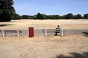 Nederland, Nijmegen, 28-7-2018Door de aanhoudende droogte hebben mens en natuur het moeilijk . Doordat regenval uitblijft worden de waterbuffers kleiner en moet het waterpeil van o.a. het IJsselmeer verhoogd worden om aan de vraag, behoefte te voldoen . Goffertpark met vergeelde grasmat, gras .Foto: Flip Franssen