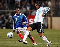 Fotball<br /> Frankrike v Argentina<br /> Foto: DPPI/Digitalsport<br /> NORWAY ONLY<br /> <br /> FOOTBALL - FRIENDLY GAMES 2008/2009 - FRANCE v ARGENTINA - 11/02/2009 - MARCOS ANGELERI (ARG) / ERIC ABIDAL (FRA)
