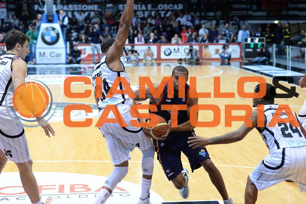DESCRIZIONE : Caserta Lega serie A 2013/14  Pasta Reggia Caserta Acea Virtus Roma<br /> GIOCATORE : hosley quinton<br /> CATEGORIA : penetrazione<br /> SQUADRA : Acea Virtus Roma<br /> EVENTO : Campionato Lega Serie A 2013-2014<br /> GARA : Pasta Reggia Caserta Acea Virtus Roma<br /> DATA : 10/11/2013<br /> SPORT : Pallacanestro<br /> AUTORE : Agenzia Ciamillo-Castoria/GiulioCiamillo<br /> Galleria : Lega Seria A 2013-2014<br /> Fotonotizia : Caserta  Lega serie A 2013/14 Pasta Reggia Caserta Acea Virtus Roma<br /> Predefinita :