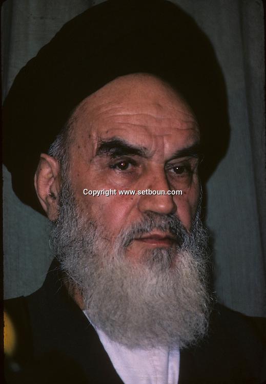 Iran - KHOMEYNI RETURN IN TEHERAN PRESS CONFERENCE IN THE SCHOOL ALHAVI  Tehran  Iran        retour de Khomeyni ? TÈhÈran confÈrence de presse a líÈcole Alhavi  Teheran  Iran       L0007653  /  R00500  /  P112747 02/79 PORTRAIT