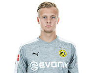 HANDOUT - German Bundesliga, official photocall Borussia Dortmund for season 2017/18 in Dortmund, Germany:  Dominik Reimann. Photo: Simon Hofmann/Getty Images/DFL/dpa - ATTENTION: use only for editorial purposes in conjunction with full source indication | usage worldwide
