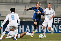 FOOTBALL - UEFA CHAMPIONS LEAGUE 2011/2012 - 1/8 FINAL - 1ST LEG - OLYMPIQUE MARSEILLE v INTER MILAN - 22/02/2012 - PHOTO PHILIPPE LAURENSON / DPPI - DIEGO FORLAN (INT)
