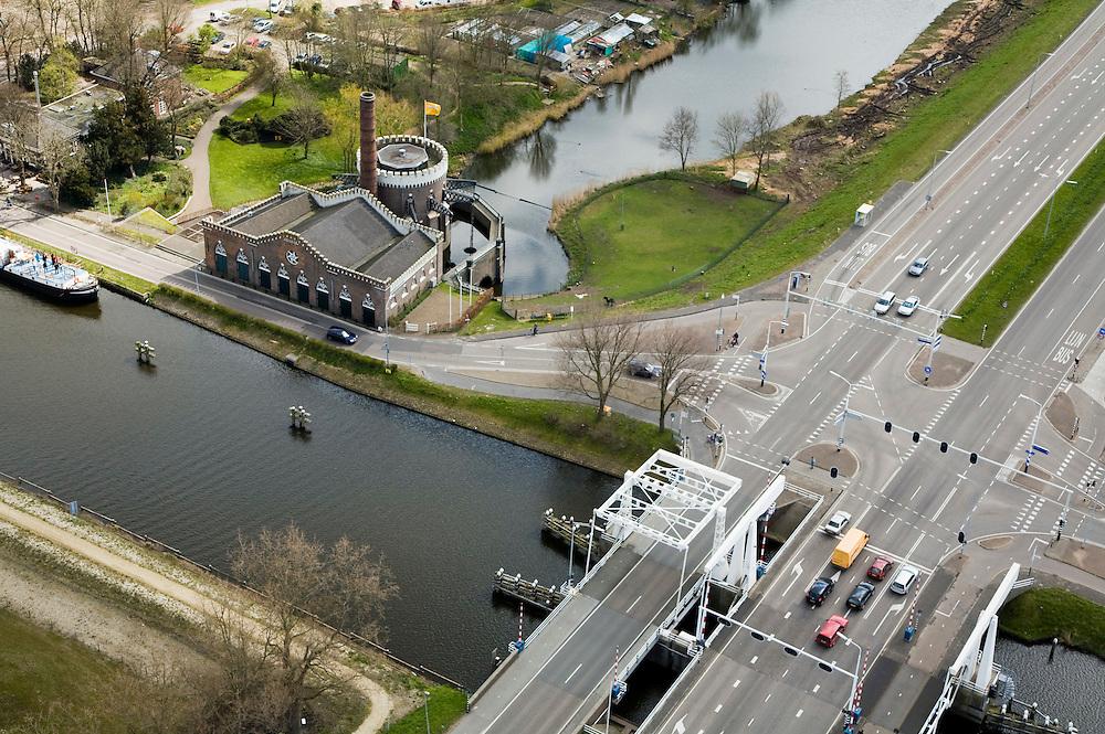 Nederland, Noord-Holland, Cruqius, 16-04-2008; voormalig stoomgemaal de Cruqius in de Haarlemmermeer, het gemaal is gebruikt om de polder droog te leggen; in het gebouw is nu een museum; droogmakerij, waterwolf, crucqius, ringvaart, stoom, stoommachine, pompen, boezem, boesem ..luchtfoto (toeslag); aerial photo (additional fee required); .foto Siebe Swart / photo Siebe Swart