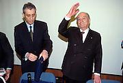 ENRICO BONDI, MANAGING DIRECTOR MONTEDISO, WITH LUIGI LUCCHINI, PRESIDENT OF MONTEDISON SPA, AT MONTEDISON SHAREHOLDERS GENERAL MEETING IN MILANO, MAY 14, 2001. &copy; CARLO CERCHIOLI<br /> <br /> Enrico Bondi, amministratore delegato Montedison, con Luigi Lucchini, presidente Montedison, all'assemblea degli azionisti Montediso, Milan, 14 maggio 2001.