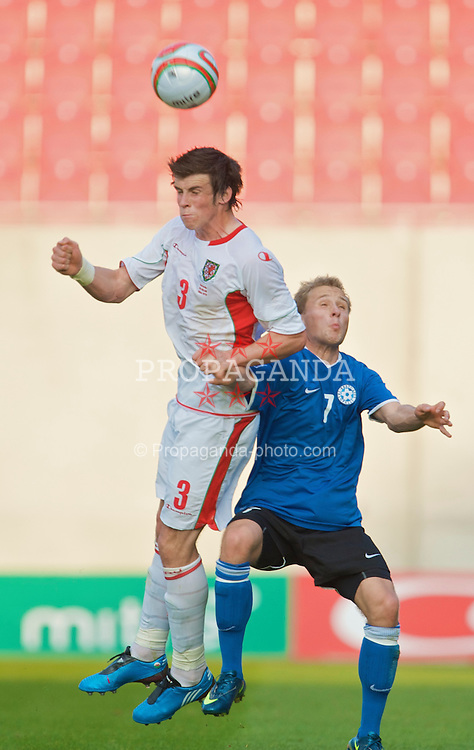 LLANELLI, WALES - Friday, May 29, 2009: Wales' Gareth Bale and Estonia's Sander Puri during the International friendly match at Parc y Scarlets. (Pic by David Rawcliffe/Propaganda)