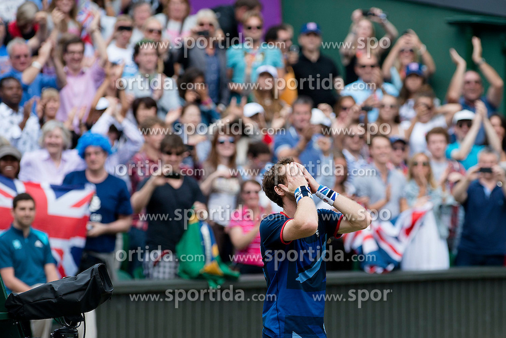 05.08.2012, Wimbledon, London, GBR, Olympia 2012, Tennis, Herren Finale, im Bild Andy Murray (GBR) freut sich ueber den Sieg im Final // during Tennis Mens Final, at the 2012 Summer Olympics at Wimbledon, London, United Kingdom on 2012/08/05. EXPA Pictures © 2012, PhotoCredit: EXPA/ Freshfocus/ Valeriano Di Domenico..***** ATTENTION - for AUT, SLO, CRO, SRB, BIH only *****