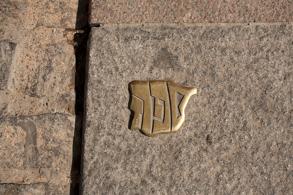 Brass plate embedded in a stone wall in Cordoba, commemorating the expulsion of Jews from Spain in the 17th century.