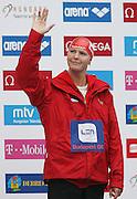 BUDAPEST 05/08/2006..28th LEN EUROPEAN SWIMMING CHAMPIONSHIPS..BUDAPEST HUNGARY..WOMEN'S 200M FREESTYLE..FINAL..OTYLIA JEDRZEJCZAK OF POLAND..OTYLIA JEDRZEJCZAK MISTRZYNI EUROPY PODCZAS DEKORACJI..FOT. PIOTR HAWALEJ / WROFOTO