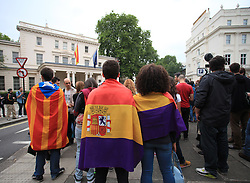 © Licensed to London News Pictures. 02/06/2014. London, UK. Spaniards demonstrate outside the  Spanish Embassy, central London, to call for a referendum for the establishment of a Third Republic. Today (02 June) King of Spain Juan Carlos abdicated in favor of his son Crown Prince Felipe. Photo credit : Isabel Infantes / LNP