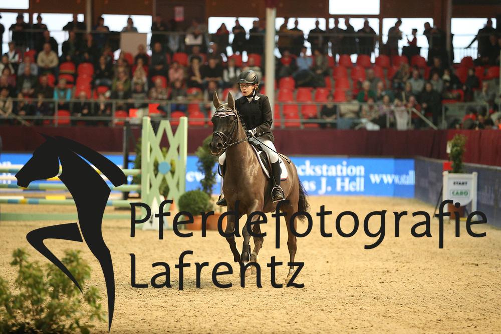 Bever, Larissa, Domspringer<br /> Neustadt Dosse - CSI 2013<br /> Ponystilspringen Kl. A<br /> © www.sportfotos-lafrentz.de/Stefan Lafrentz