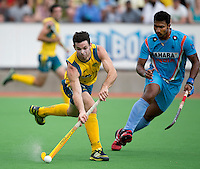 MELBOURNE -  Trent Mitton van Australie tijdens de halve finale tussen de mannen van Australie en India bij de Champions Trophy hockey in Melbourne. rechts VR Raghunath. ANP KOEN SUYK