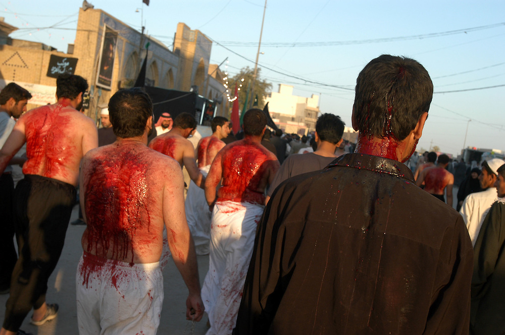 Shiite pilgrims ritually flagellate themselves during the Shia religious mourning ceremony Arbayine. Despite violence and tensions in the region, the cermonies took place under heavy security without problems. .Karbala, Iraq. 11/04/2004.Photo © J.B. Russell