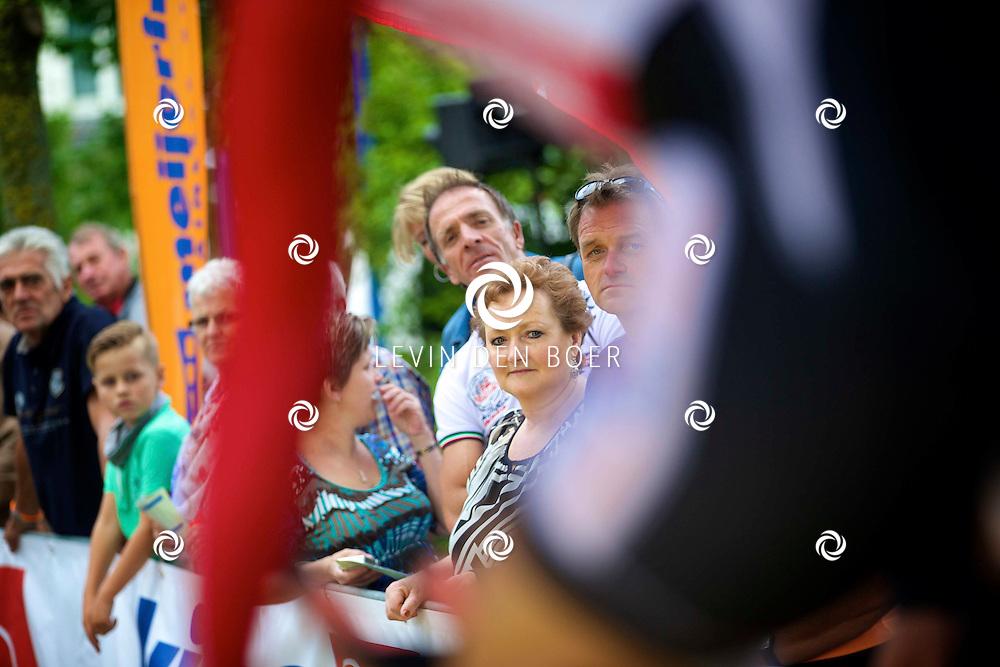 ZALTBOMMEL - Het NK tijdrijden is van start gegaan in Zaltbommel. Diversen amateurs, nieuwe en ook professionele wielrenners gaan hier van start vandaag. FOTO LEVIN DEN BOER - KWALITEITFOTO.NL