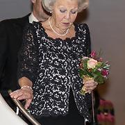NLD/Amsterdam/20191114 - Prinses Beatrix en Prinses Margriet bij jubileum Dansersfonds, Prinses Beatrix