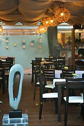 Situado em casar&atilde;o constru&iacute;do em 1900 e tombado, o restaurante Chez Philippe distribui-se em sal&atilde;o principal para fumantes e n&atilde;o fumantes, al&eacute;m de andar superior voltado para a realiza&ccedil;&atilde;o de festas, reuni&otilde;es de neg&oacute;cios e coktails para at&eacute; 40 pessoas. <br /> O Le Jardin &eacute; um dos diferenciais da casa por ser o recanto ideal para curtir um happy hour lounge e apreciar petiscos, sugest&otilde;es de pratos e espumantes. FOTO: Jefferson Bernardes/Preview.com