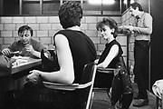 Belgie, Brussel, 15-9-1984Een live optreden van zangeres Jo Lemaire en haar band Flouze. Voor het optreden in de kleedkamer.Foto: Flip Franssen/Hollandse Hoogte