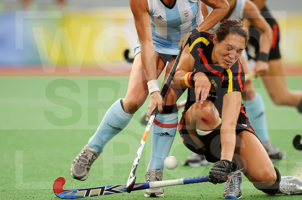 Beijing Olympic Green Hockey Stadium - Hockey.Germany vs Argentina women 0-4.Magdalena Aicega strong defending Maike Stöckel who get a good possibilty.photo:wsp/Frank Uijlenbroek..