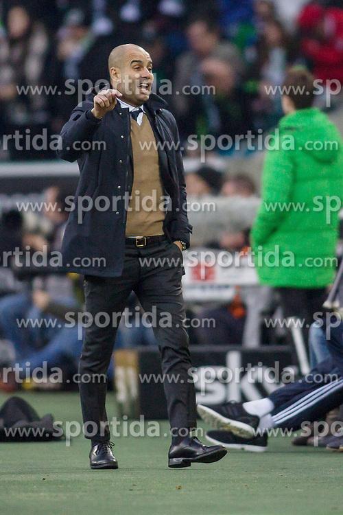 05.12.2015, Stadion im Borussia Park, Moenchengladbach, GER, 1. FBL, Borussia Moenchengladbach vs FC Bayern Muenchen, 15. Runde, im Bild Trainer Pep Guardiola (FC Bayern Muenchen) gibt Anweisungen // during the German Bundesliga 15th round match between Borussia Moenchengladbach and FC Bayern Muenchen at the Stadion im Borussia Park in Moenchengladbach, Germany on 2015/12/05. EXPA Pictures &copy; 2015, PhotoCredit: EXPA/ Eibner-Pressefoto/ Sch&uuml;ler<br /> <br /> *****ATTENTION - OUT of GER*****