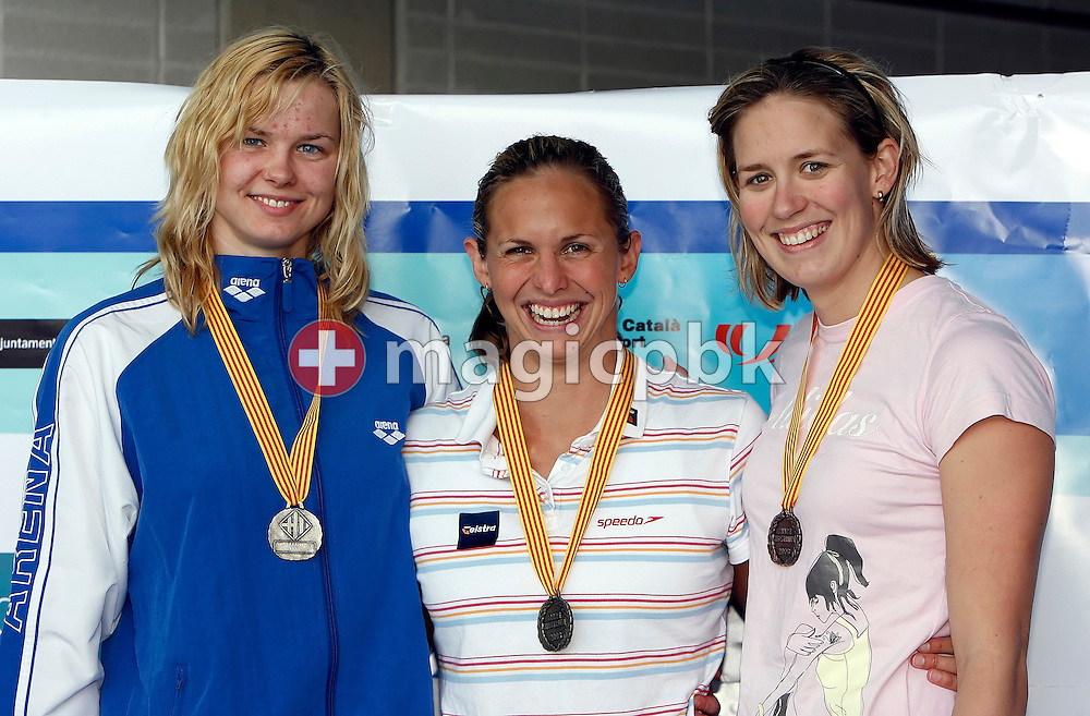 (L-R) Second placed Britta STEFFEN f Germany, winner Lisbeth (Libby) Lenton and thrid placed Jodie HENRY of Australia pose during the award ceremony for the women's 50m freestyle final on day 1 at the 27th International Swimming Meet (50m) held at Piscina Pere Serrat in Barcelona, Spain, Saturday, June 10, 2006. (Photo by Patrick B. Kraemer / MAGICPBK)