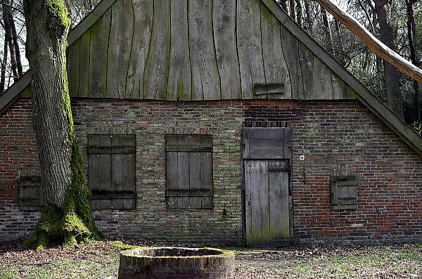 Nederland, Usselo, Haaksbergen, 3-4-2014Los Hoes. Een onderkomen, boerderij, huis, van een schaapsherder uit vroeger tijden in het Buurserzand.Foto: Flip Franssen
