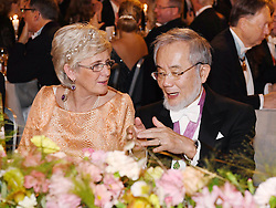"""Nobelpreistr‰ger Yoshinori Ohsumi beim Nobelbankett 2016 im Rathaus in Stockholm / 101216 *** Nobel laureate Yoshinori Ohsumi (R) attends a banquet in Stockholm on Dec. 10, 2016. Ohsumi was awarded the Nobel Prize in physiology or medicine for elucidating """"autophagy,"""" an intracellular process that degrades and recycles proteins."""