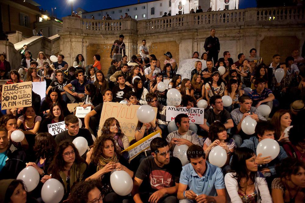 Roma 20 Maggio 2011.Manifestazione di Giovani  spagnoli del movimento 15 maggio sulle scalinate  di Piazza di Spagna in solidarieta' con le manifestazioni che si tengono in Spagna .