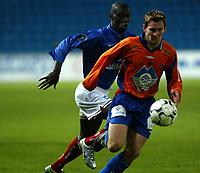 Fotball - Tippeligaen 2003<br /> 21.04.2003<br /> Vålerenga v Aalesund<br /> Pah-Modou Kah - VIF<br /> Øyvind Gjerde - Aalesund<br /> Foto: Morten Olsen, Digitalsport