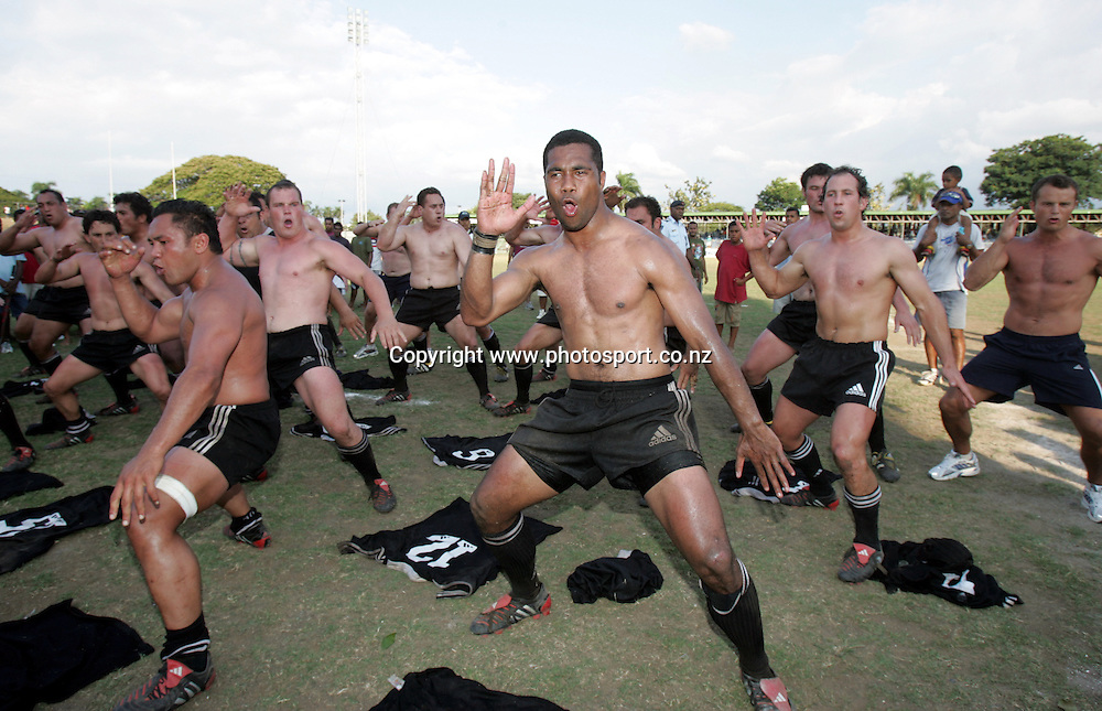 The New Zealand Divisional XV team perform the haka after the International rugby match between Fiji and NZ Divisional XV, at Churchill Park, Lautoka, Fiji, on Saturday 13 November, 2004. Fiji won the match 61-22. Photo: Andrew Cornaga/PHOTOSPORT<br />